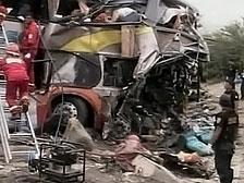 В Индии упал в пропасть пассажирский автобус