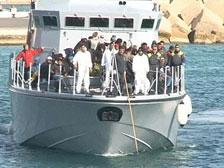 У берегов Лампедузы терпит бедствие баркас с беженцами из Северной Африки
