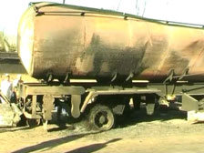 Пакистанские экстремисты сожгли 10 бензовозов НАТО